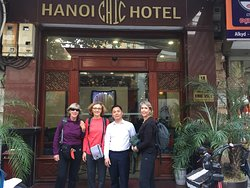 Mr driver pick up the guest from their hotel to Hanoi airport