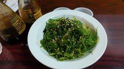 Salada agri-doce de alga.