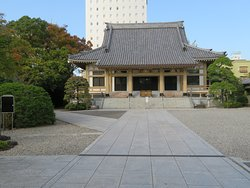 Reiganji Buddhist Temple and the temple ground.