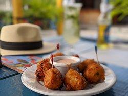 Conch Fritters: Bom Apetite! 🍽️ 🐚 🇧🇸 @ Frankie Gone Bananas, Fish Fry, Nassau, Bahamas  All Systems Go #travel #beach #bahamas 🇧🇸 #travelgram #asg #teampixel @allsysgogo #ComidaVsFood #FoodPorn #ComidaVsFood #food
