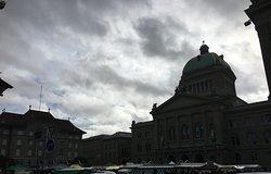 Scorci della piazza e il Bundeshaus