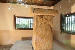 横から見た石碑