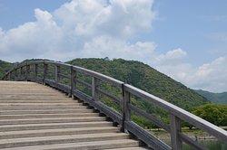 橋のステップは歩幅合わせが難しい