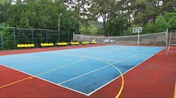 Многофункциональная спортплощадка (волейбол, баскетбол, большой теннис),