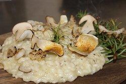 Risotto funghi porcini e calamari bruciati