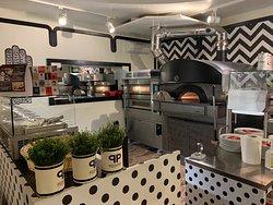 Il nostro centro produzione ... pizze STG, POP e contemporanee. Impasti tradizionale, al farro e senza glutine. Da provare