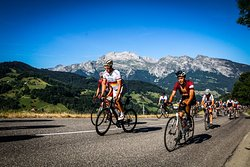 Amateurs de vélo, défiez les plus beaux massifs montagneux de Haute-Savoie au départ du camping ! (ici, le col de la Croix Fry)