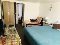 Habitación matrimonial c/ cama Queen