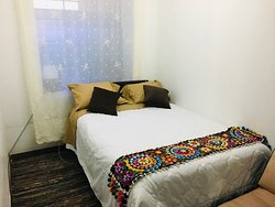 Habitación c/cama de 2 plazas 13m2, tv por cable, wifi, netflix.