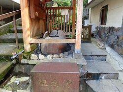 塩之湯飲泉所です。このような飲泉所は四万温泉街にいくつかあるそうです。