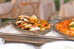 Buffet mit frischen regionalen Produkten