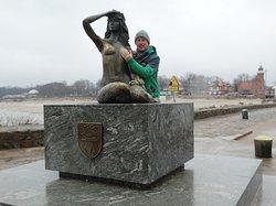 Ustka .  Pomnik Syrenki i szczęśliwa pierś lewa 2