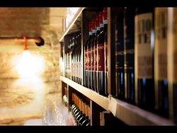 Nella nostra carta dei vini abbiamo selezionato vini del territorio toscano, di agricoltori artigiani con cui condividiamo la nostra filosofia di genuinità.