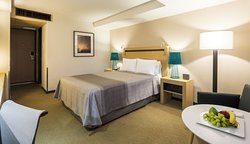 Habitación estándar con cama tamaño queen.