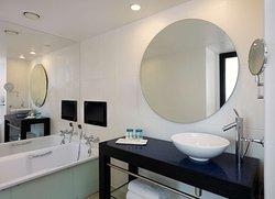 Skyline Suite Bathroom