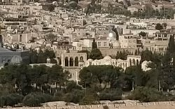 Zoomed  Antoniim place between four arches and silver dome and near by place of four towers in the model of Jerusalem .  Roman stronghold where  judgement against Jesus was passed.