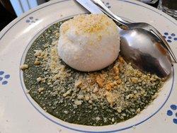 Antipasto: Burrata con salsa di rucoletta e sbriciolata di taralli