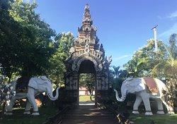 Wat Lok Molee - Elephants