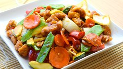 Diced chicken, carrots, onions, red pepper, zucchini, snow peas, peanuts wok cooked in our spicy Kung Pao sauce.  Can be done in chicken, shrimp, beef or Tofu.  Spice level 3 out of 5 and can be modified if you like.  You will love the richness of this favor!  Try it with some Thai Iced Tea!You can choose shrimp, beef or Tofu.