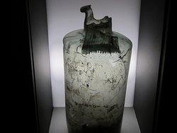 Musée Emile Chénon - Archéologie Gallo-Romaine. Vue 109. Urne Funéraire en Verre. Châteaumeillant Mediolanum.