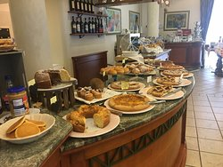 Buffet in the morning (1)