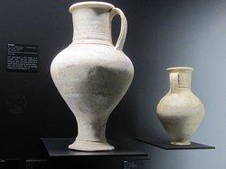 Musée Emile Chénon - Archéologie Gallo-Romaine. Vue 113. Deux Jolies Cruches, Sous Un Autre Angle. Châteaumeillant Mediolanum.