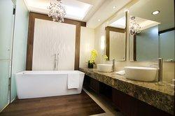 Presidential Suite- Masters Bathroom