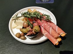 The first plate of nibbles - well wrapped grissini with prosciutto and a bit of 'presentation'