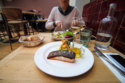 Here we have  half-cooked salmon with a puree of vegetables and with suitable wine of course!
