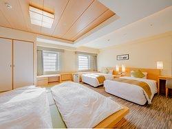 エクセレンシィフロア(13階~14階)和洋室 45.1㎡/バス・トイレ別/3名様~は畳スペースに布団をご用意いたします。