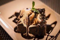 Hot Chocolate cake with Ice Cream