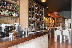 Entrada com Bar, Cave de Vinhos Enomat e Forno a Lenha