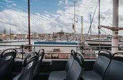 L'unique tour de Marseille à ciel ouvert. Déplacez-vous en profitant d'une vue privilégiée sur les endroits les plus incontournables de Marseille.