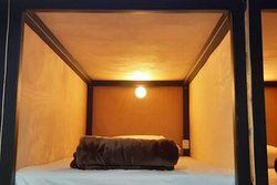 Cama individual en dormitorio compartido