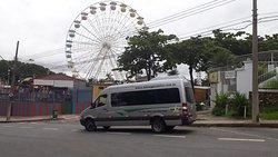 Roda gigante no Parque Guanabara, Pampulha. Van Mercedes Benz Sprinter, 515, capacidade de 20 passageiros, em transporte de grupo para o Parque Guanabara. Aluguel de van com motorista.