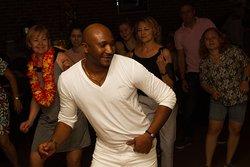 А по четвергам с 20:00 до 22:00 самый настоящий учитель из Кубы научит любого танцевать бачату, сальсу, ча-ча-ча😉