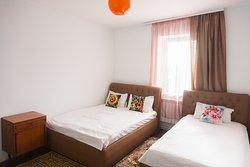 Спальная комната на первом этаже - 3х местня ,  семейный номер