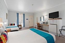 1 Queen Bed 1 Single Bed Room