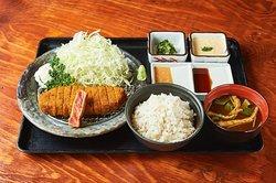 """【牛かつ もと村】は、『牛かつを日本の食文化にする』という想いを胸に""""牛かつ""""の美味しさを実直に提供して参ります。"""
