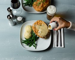 Pie, mash and parsley liquor.