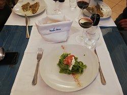 Linguine con Pesto di basilico, stracciatella e Tartare di Gamberi viola di Gallipoli e polvere di gambero.  NUOVO MENU