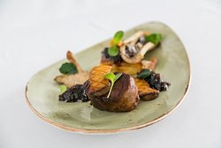 Bexhill Beef Fillet, pommes anna, bone marrow, shallot marmalade, wild mushrooms