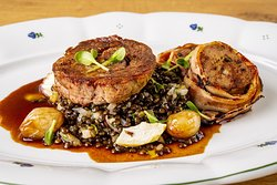 200g VEAL NECK SOUS-VIDE WITH VEAL MEATLOAF in bacon, glazed shallots, Beluga lentils with apples, Sherry wine sauce