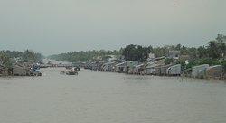 """""""Cai Be Floating Market"""", Cai Be, Mekong deltaet, Vietnam - en sideelv ved landsbyen"""