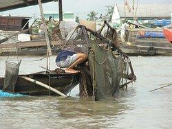 """""""Cai Be Floating Market"""", Cai Be, Mekong deltaet, Vietnam  - her ordnes bunn nettet for skjell fiske"""