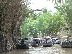 """Cai Be Floating Market"", Cai Be, Mekong deltaet, Vietnam - sideelven blir smalere - vi skal over til stake båt"