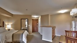 VILLAGE BACHELOR SUITE- An open-concept unit with a full kitchen, 1 queen bed & a sofa bed.