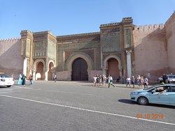 Medina de Meknès - muralhas - Porta Bab Mansour, a entrada principal da Medina