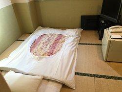 ふとんが敷いてある和室