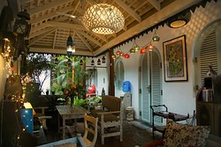 PUPPETS CAFE UNDER THE AMBALAMA - BREAKFAST LUNCHIES AFTERNOON TEA COFFEE JUICES FRENCH PASTRIES